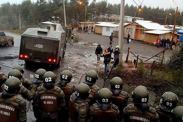 mapuche-chile-riot-cops-raid