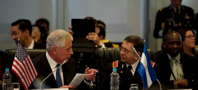 US Defense Secretary Chuck Hagel with El Salvadoran Defense Minister David Munguia in Arequipa